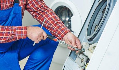 Réparateur d'électroménager à Marseille pourréparerune machine-à-laver qui fuit